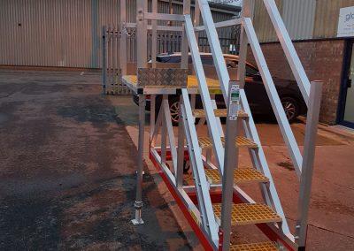 Cantilever-Access-Steps_Bespoke_Access_Steps_Platform